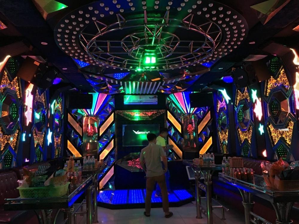 [Đi Karaoke] Trong phòng hát!